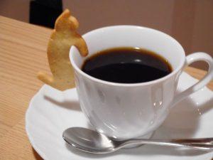 縁猫クッキー付きのハンドドリップコーヒー