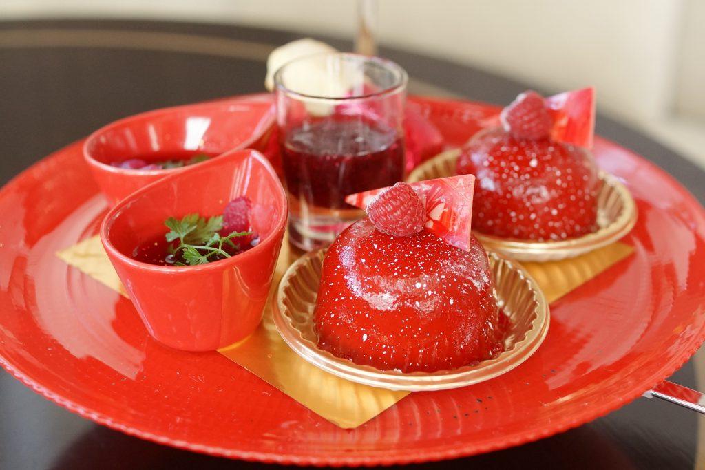 苺とカシスのポップオーバー