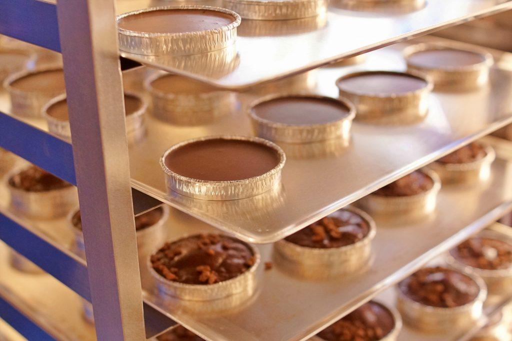 「焼きたてガトーショコラ ロンド」製造工程