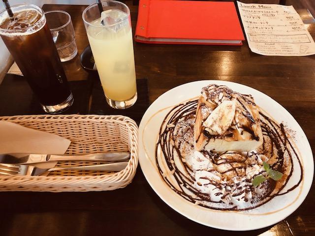 バナナとナッツのチョコキャラメルハニートーストのセット