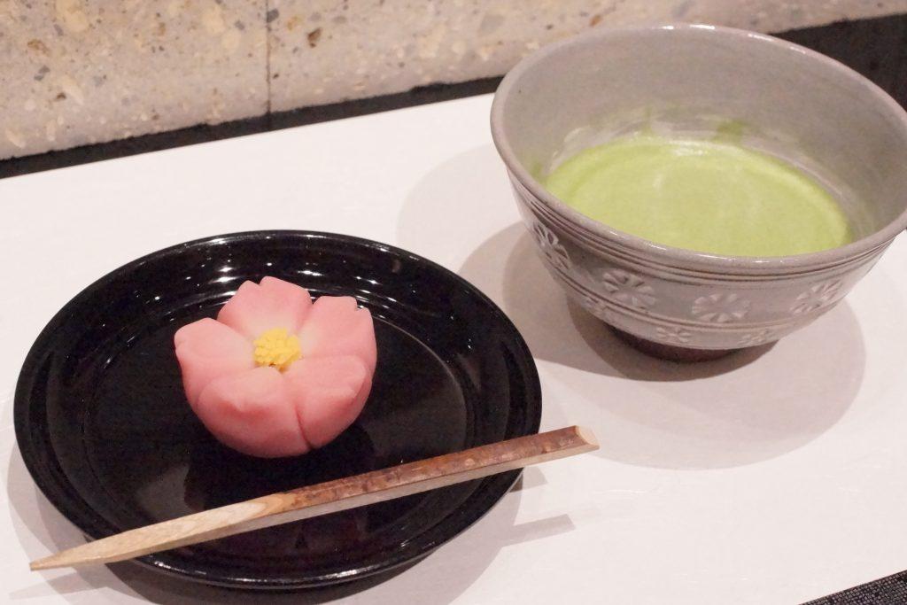 お抹茶と季節の生菓子
