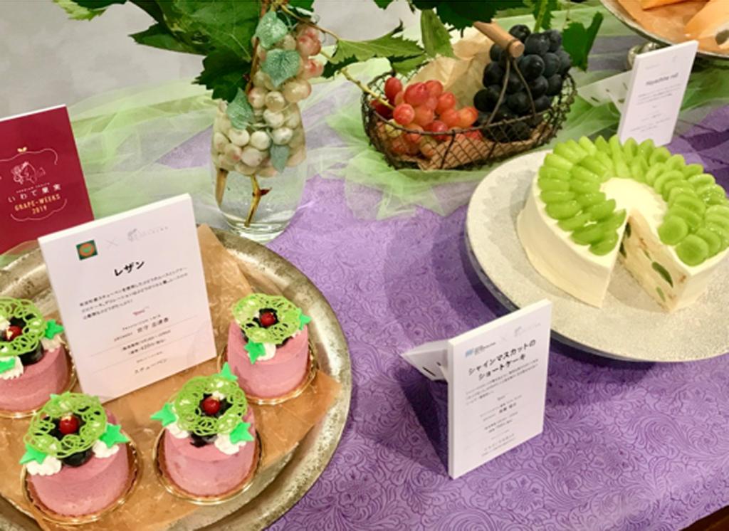 奥州市のパティスリーTAKACHIYOは「ぶどうのレアチーズ」(右)。